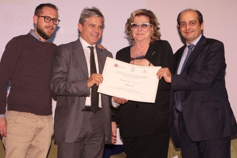 Consegna del Premio idee innovative e buone pratiche al'ing. Bruno Bottini presidente BBS